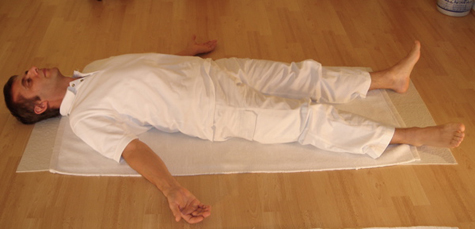 Corpse posture. Image courtesy of Joseph RENGER via Wikipedia.